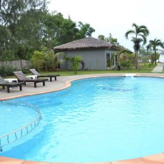 Отель The Villa Laemhin Lagoon Resort бассейн