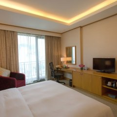 Отель Hilton Garden Inn Hanoi сейф в номере