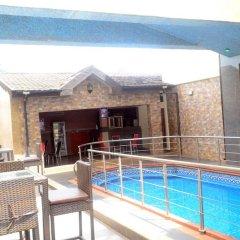Отель Ritz-Carinton Suites Нигерия, Энугу - отзывы, цены и фото номеров - забронировать отель Ritz-Carinton Suites онлайн бассейн фото 2