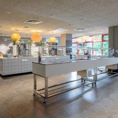 Отель a&o Berlin Kolumbus Германия, Берлин - 2 отзыва об отеле, цены и фото номеров - забронировать отель a&o Berlin Kolumbus онлайн гостиничный бар фото 2