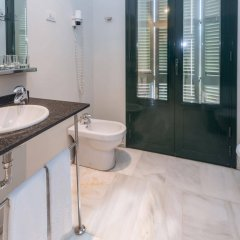 Отель SERHS Carlit Испания, Барселона - 4 отзыва об отеле, цены и фото номеров - забронировать отель SERHS Carlit онлайн ванная фото 2
