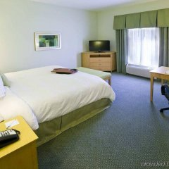 Отель Hampton Inn Suites Sarasota/Bradenton Airport сейф в номере