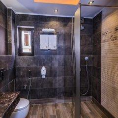 Отель 8 1/2 Art Guest House ванная фото 2