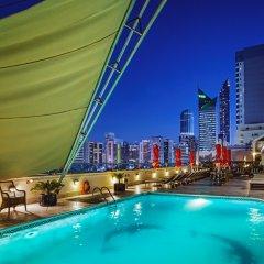 Corniche Hotel Abu Dhabi бассейн
