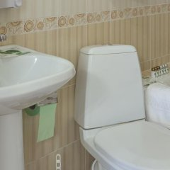 Гостиница Uyutnaya Orenburg в Оренбурге отзывы, цены и фото номеров - забронировать гостиницу Uyutnaya Orenburg онлайн Оренбург ванная