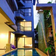 Отель The Umbrella House бассейн
