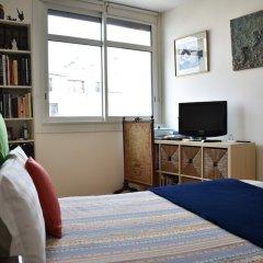 Апартаменты 1 Bedroom Paris Apartment With Balcony View Париж удобства в номере