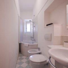 Отель Lovely 4BD Apt 3min Walk to Ponte Vecchio ванная фото 2