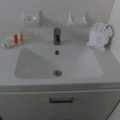Отель Regency Inn & Suites ванная