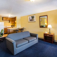 Отель Travelodge by Wyndham Tacoma Near McChord AFB США, Такома - отзывы, цены и фото номеров - забронировать отель Travelodge by Wyndham Tacoma Near McChord AFB онлайн комната для гостей фото 3