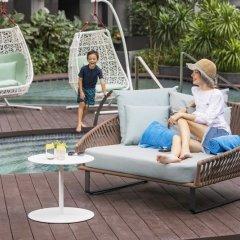 Отель Fraser Residence Orchard бассейн