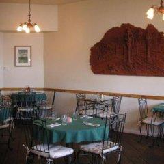 Отель Tioga Lodge at Mono Lake США, Ли Вайнинг - отзывы, цены и фото номеров - забронировать отель Tioga Lodge at Mono Lake онлайн питание фото 2
