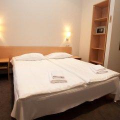 Отель Toss Hotel Латвия, Рига - 11 отзывов об отеле, цены и фото номеров - забронировать отель Toss Hotel онлайн сейф в номере