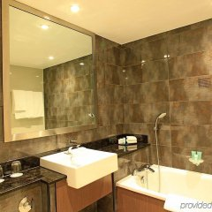 Отель Holiday Inn London - Kensington ванная фото 2