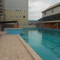 Отель Golden Tulip Airport Hotel Нигерия, Варри - отзывы, цены и фото номеров - забронировать отель Golden Tulip Airport Hotel онлайн бассейн