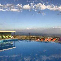 Amberd Hotel бассейн