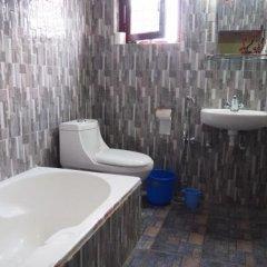 Отель Aroma Tourist Hostel Непал, Покхара - отзывы, цены и фото номеров - забронировать отель Aroma Tourist Hostel онлайн ванная