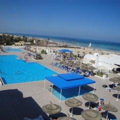 Отель Club Calimera Yati Beach бассейн