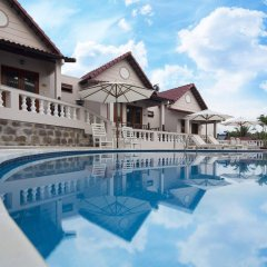 Отель Hong Bin Bungalow бассейн