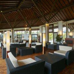 Отель The Calm Resort & Spa гостиничный бар