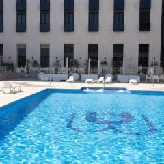 Отель M.A. Sevilla Congresos Испания, Севилья - 1 отзыв об отеле, цены и фото номеров - забронировать отель M.A. Sevilla Congresos онлайн бассейн фото 2
