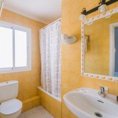 Отель Hostal Valencia ванная