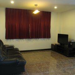 Апартаменты Rouge Service Apartments Паттайя комната для гостей фото 3