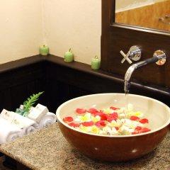 Отель Sarita Chalet & Spa Таиланд, Паттайя - отзывы, цены и фото номеров - забронировать отель Sarita Chalet & Spa онлайн ванная