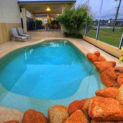Отель Tropixx Motel & Restaurant бассейн