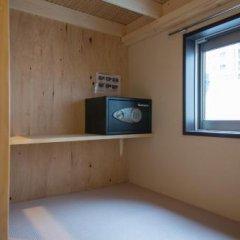 Nekokura Hostel Фукуока сейф в номере