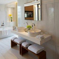 Отель Renaissance Paris Republique Франция, Париж - отзывы, цены и фото номеров - забронировать отель Renaissance Paris Republique онлайн ванная фото 2