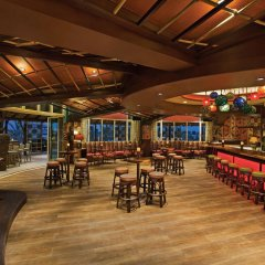 Отель Hilton Al Hamra Beach & Golf Resort гостиничный бар