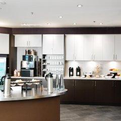 Отель Delta Hotels by Marriott Saskatoon Downtown питание