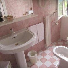 Отель Villa Lussana Италия, Региональный парк Colli Euganei - отзывы, цены и фото номеров - забронировать отель Villa Lussana онлайн ванная