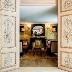 Отель Hôtel Chateaubriand Champs Elysées Париж удобства в номере фото 2