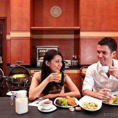 Отель Orchard Parksuites Сингапур, Сингапур - отзывы, цены и фото номеров - забронировать отель Orchard Parksuites онлайн питание фото 3