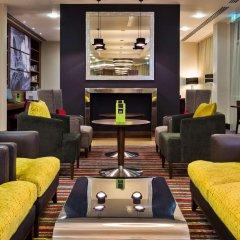 Отель Hampton by Hilton Luton Airport гостиничный бар
