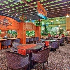 Отель Holiday Inn Toronto - Yorkdale Канада, Торонто - отзывы, цены и фото номеров - забронировать отель Holiday Inn Toronto - Yorkdale онлайн питание фото 3