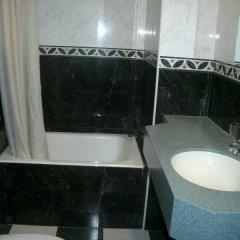 Отель Comercio Барселона ванная