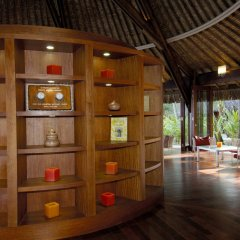 Отель Sofitel Bora Bora Marara Beach Hotel Французская Полинезия, Бора-Бора - отзывы, цены и фото номеров - забронировать отель Sofitel Bora Bora Marara Beach Hotel онлайн интерьер отеля