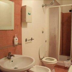 Отель B&B Laura Италия, Рим - 1 отзыв об отеле, цены и фото номеров - забронировать отель B&B Laura онлайн ванная фото 2