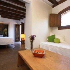 Отель Gastronómico Mas Mariassa комната для гостей