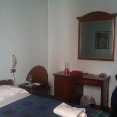 Hotel Charleston Сполето сейф в номере