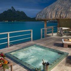 Отель The St Regis Bora Bora Resort бассейн