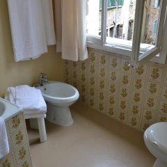 Отель Canada Италия, Венеция - 6 отзывов об отеле, цены и фото номеров - забронировать отель Canada онлайн ванная фото 2