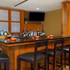 Отель Hilton Garden Inn Columbus Airport гостиничный бар