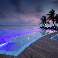 Отель Kuredu Island Resort бассейн