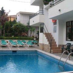 Отель Hostal Magnolia Испания, Льорет-де-Мар - отзывы, цены и фото номеров - забронировать отель Hostal Magnolia онлайн бассейн фото 2