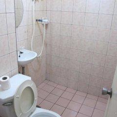 Отель Pere Aristo Guesthouse Филиппины, Мандауэ - отзывы, цены и фото номеров - забронировать отель Pere Aristo Guesthouse онлайн ванная