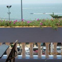 Отель Richman Poorman Guesthouse пляж